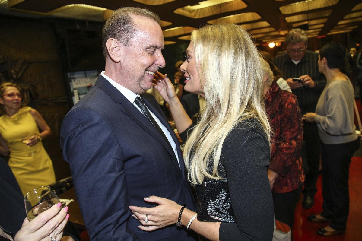 Štěfan Margita s Lucií Borhyovou ve vřelém objetí