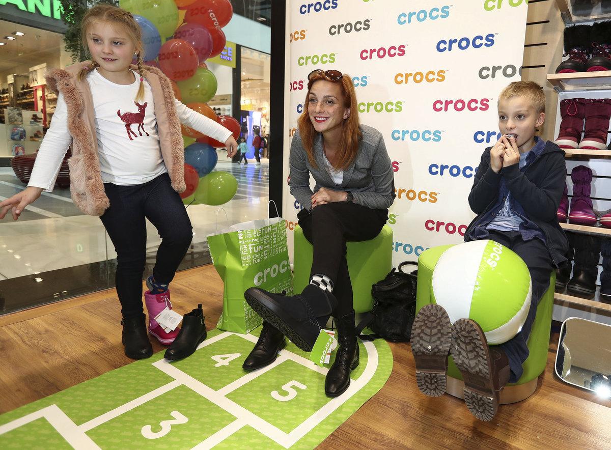 Míša s dětma vyrazila pro nové boty