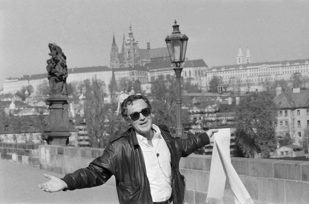 Jan Tříska na Karlově mostě