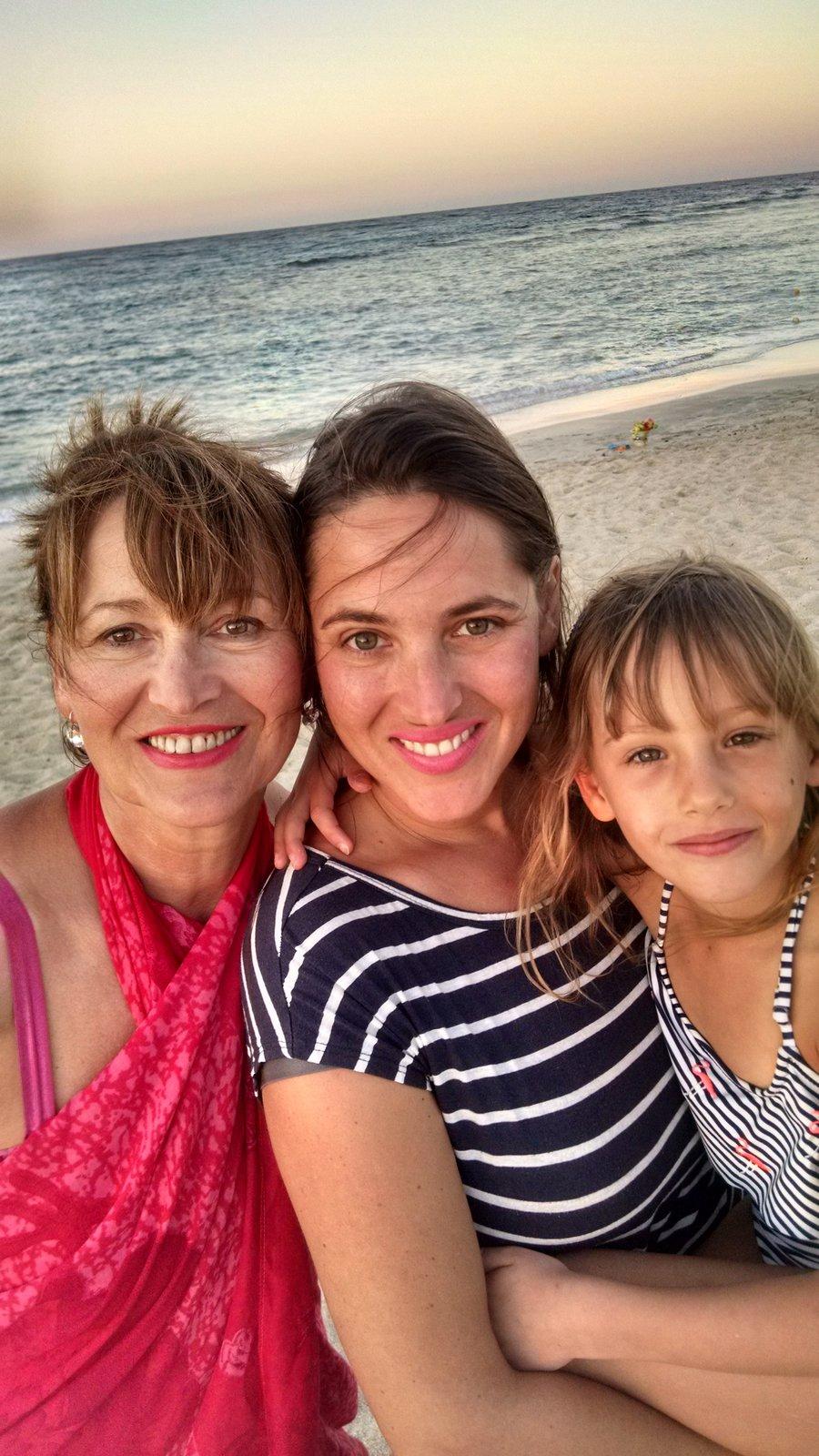 Petra Černocká na dovolené s dcerou Bárou a vnučkou Coco v Egyptě.