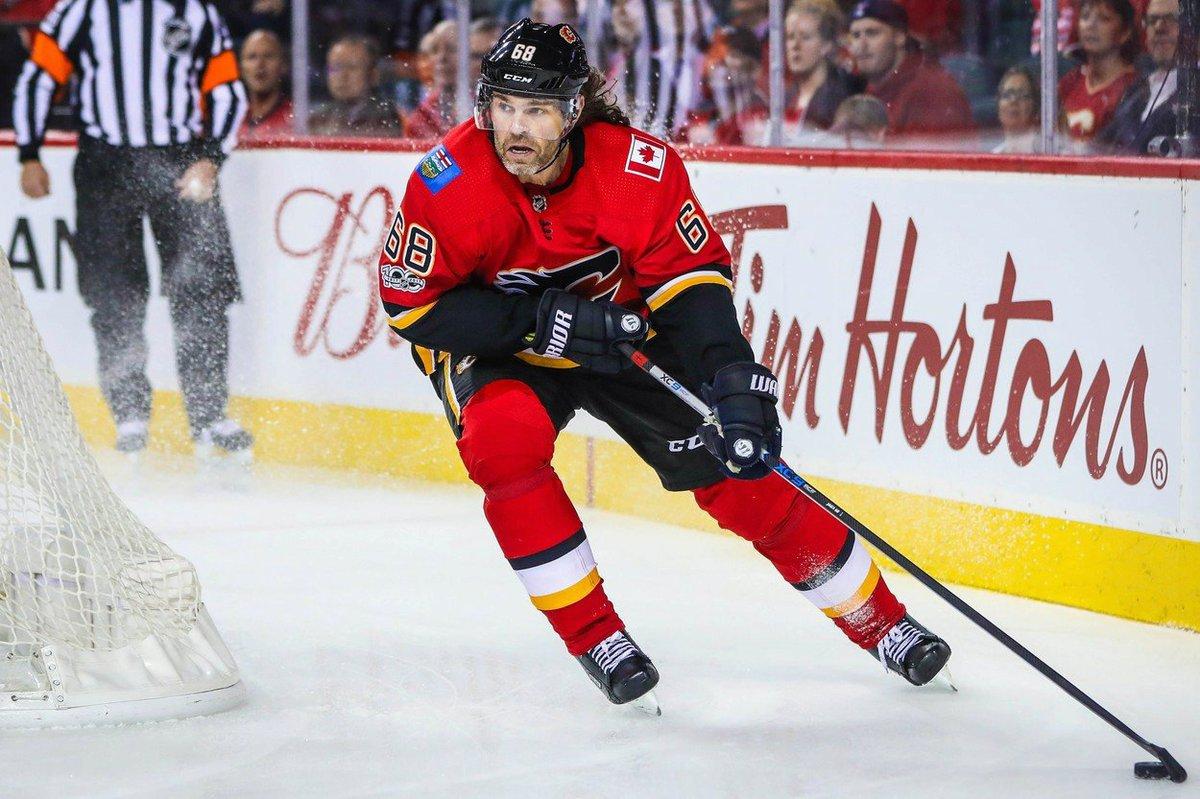 Jaromír Jágr se zranil a Calgary ho umístilo na listinu zraněných hráčů. Kdy se vrátí?
