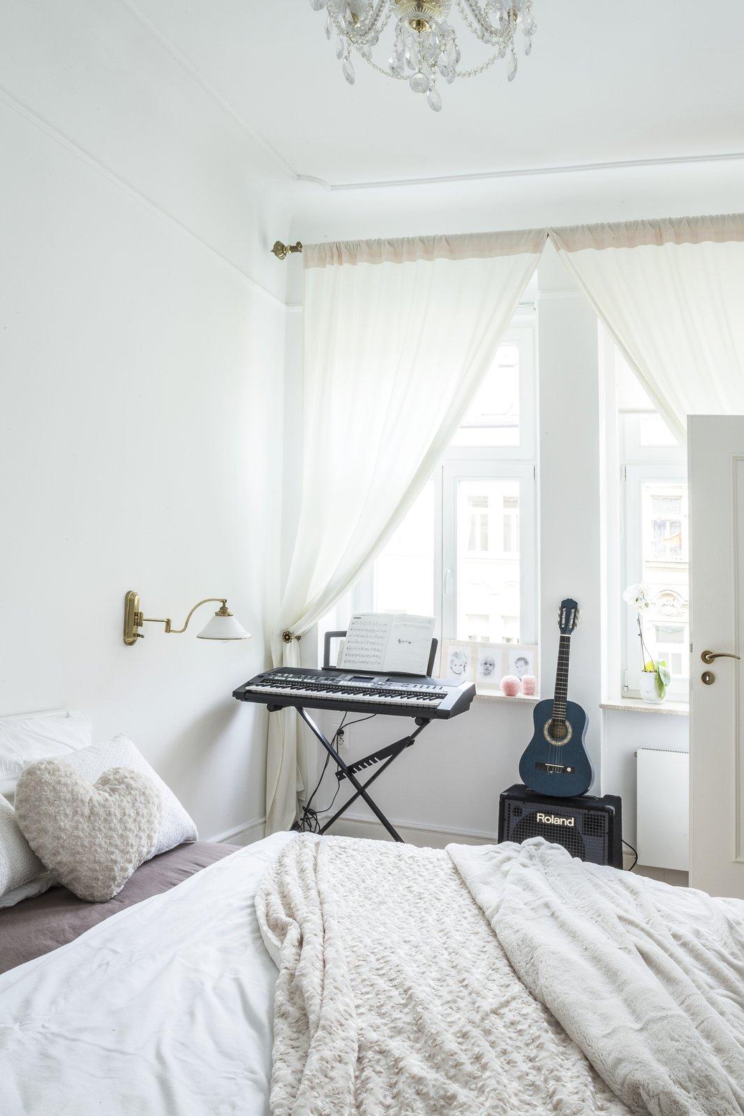 Byt Karly Mráčkové zdobí bílé linie a rustikální styl
