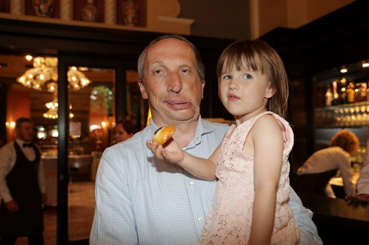 Václav Klaus mladší s dcerou.