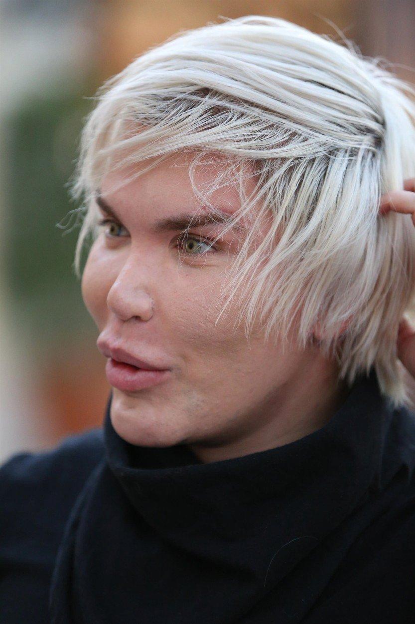 Živý Ken Rodrigo Alves nastřelené vlasy