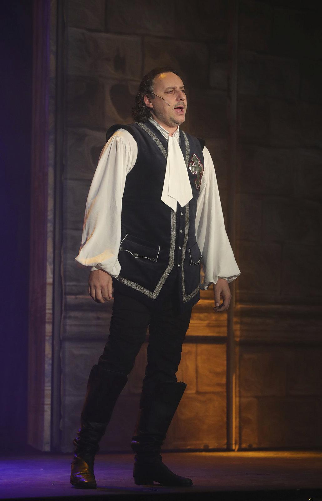 Marian Vojtko jako D'Artagnan v muzikálu Muž se železnou maskou