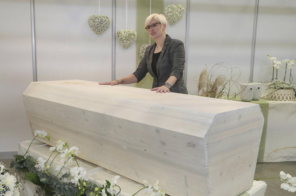 Ministryně Karla Šlechtová vyrazila na veletrh pohřebnictví do Lysé nad Labem