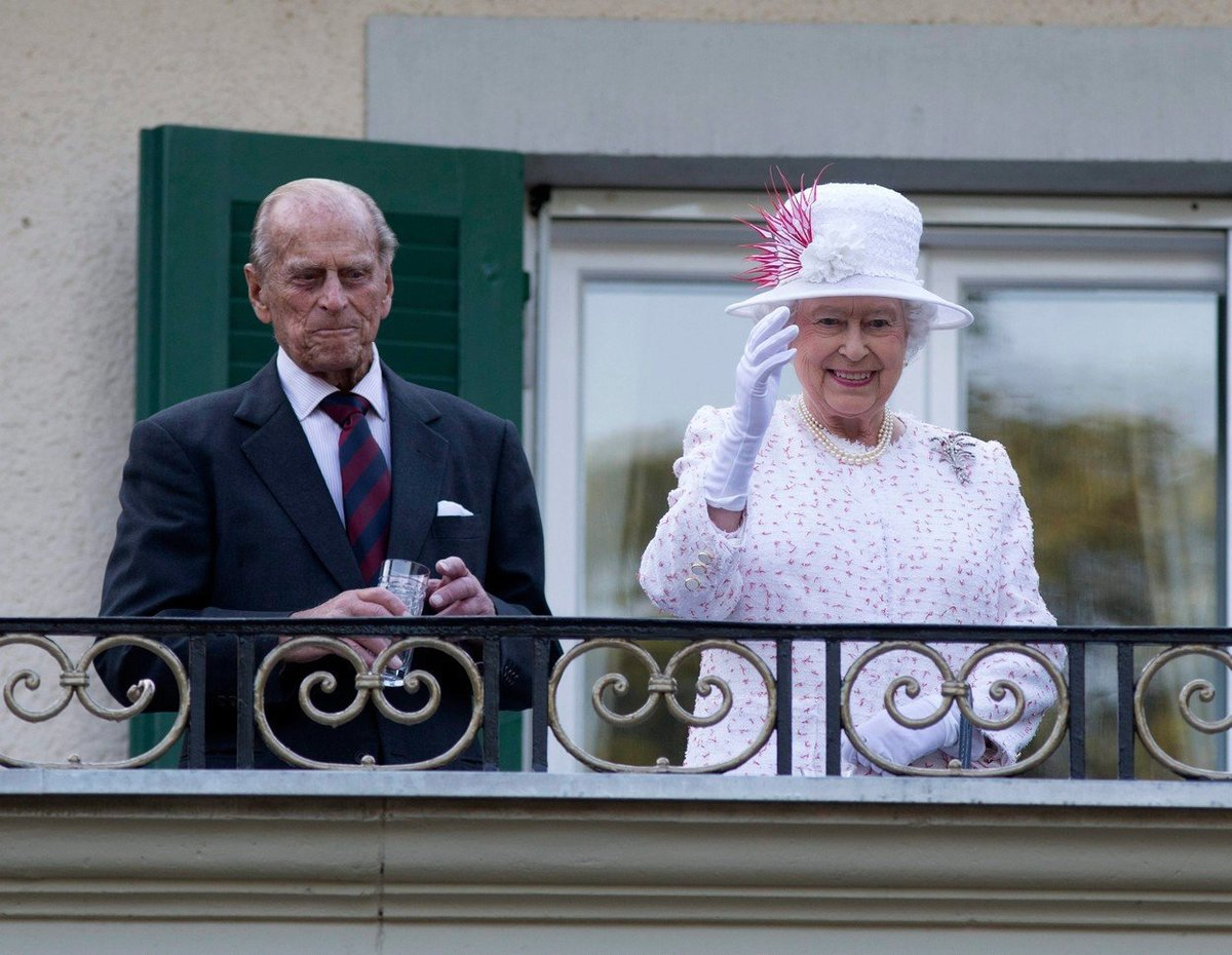 Královna s princem Philipem