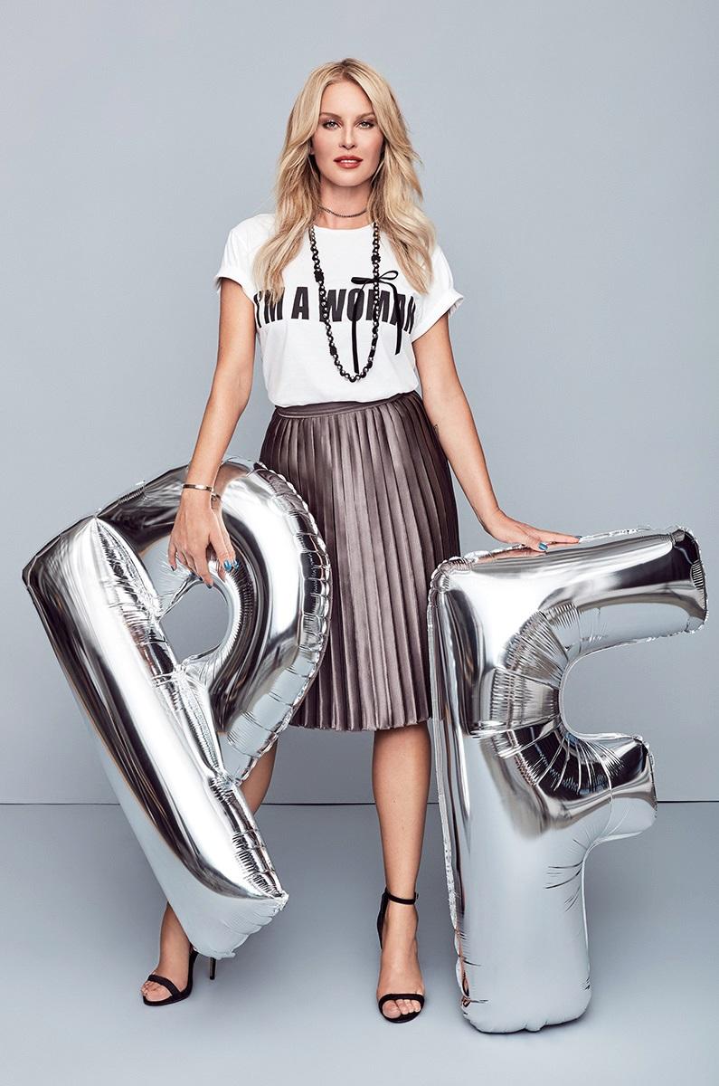 Delší sukně si v zimě oblíbíte třeba jako Simona Krainová.