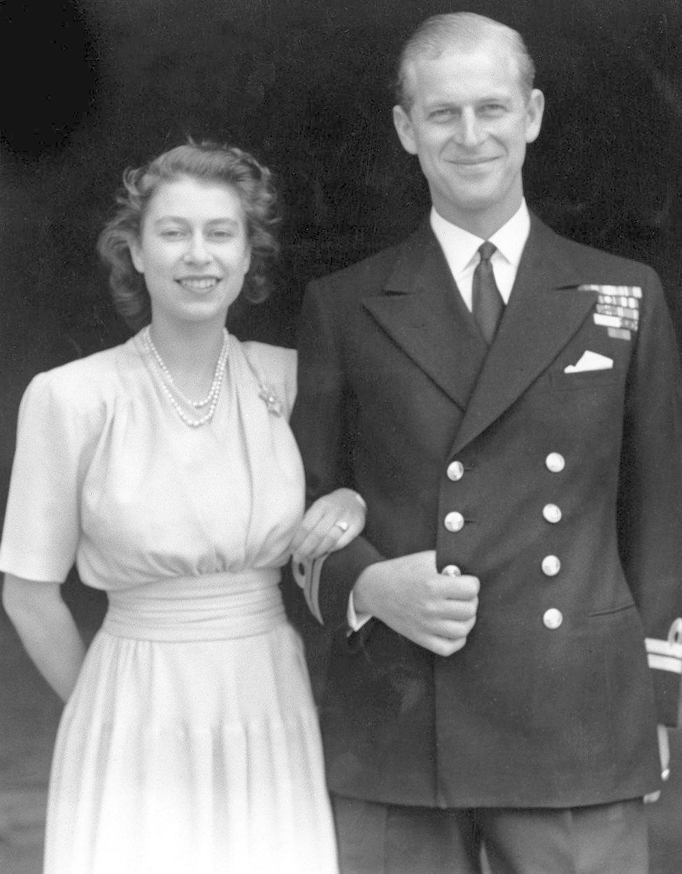 Královna alžběta s manželem přesně před sedmdesáti lety
