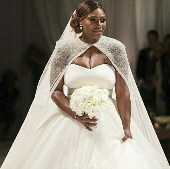 Svatební kytici měla z bílých růží