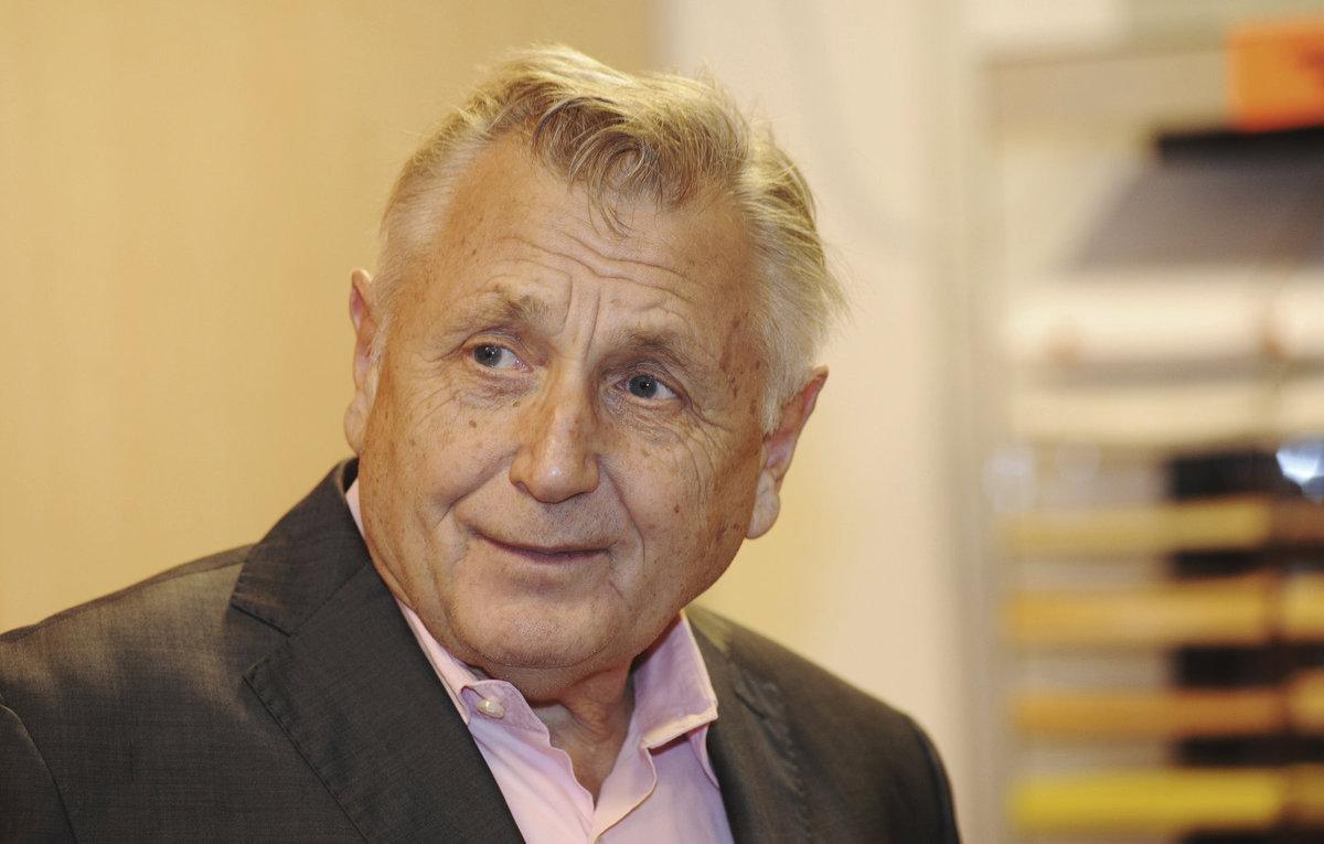 Jiří Menzel leží v nemocnici po operaci mozku.