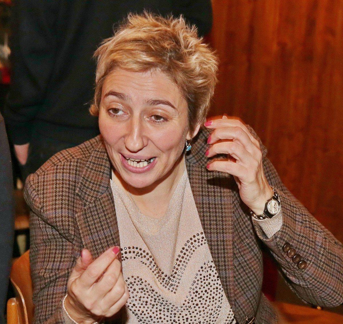 Simona Babčáková má problém se zubem.