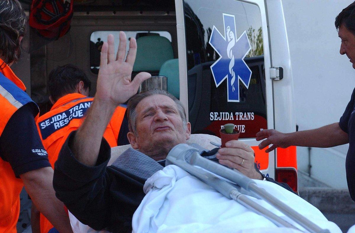 2003 - Jiří Kodet v sanitce po mozkové příhodě