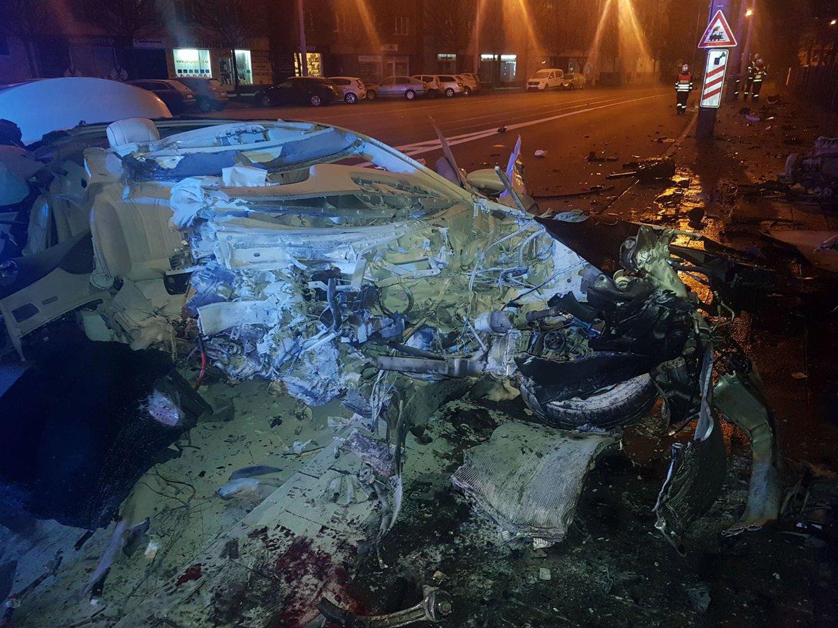 Při nehodě luxusního mercedesu v Olomouci zahynula mladá spolujezdkyně Jana.