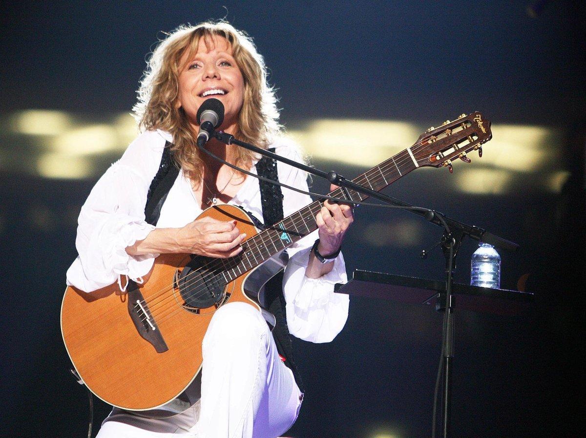 Zpěvačka přestala kvůli nemoci koncertovat.