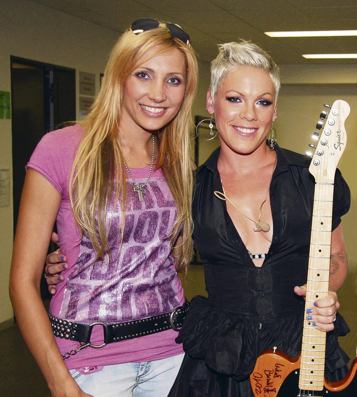 2017:Když Pink koncertovala v Česku, Olga se s ní setkala v zákulisí.