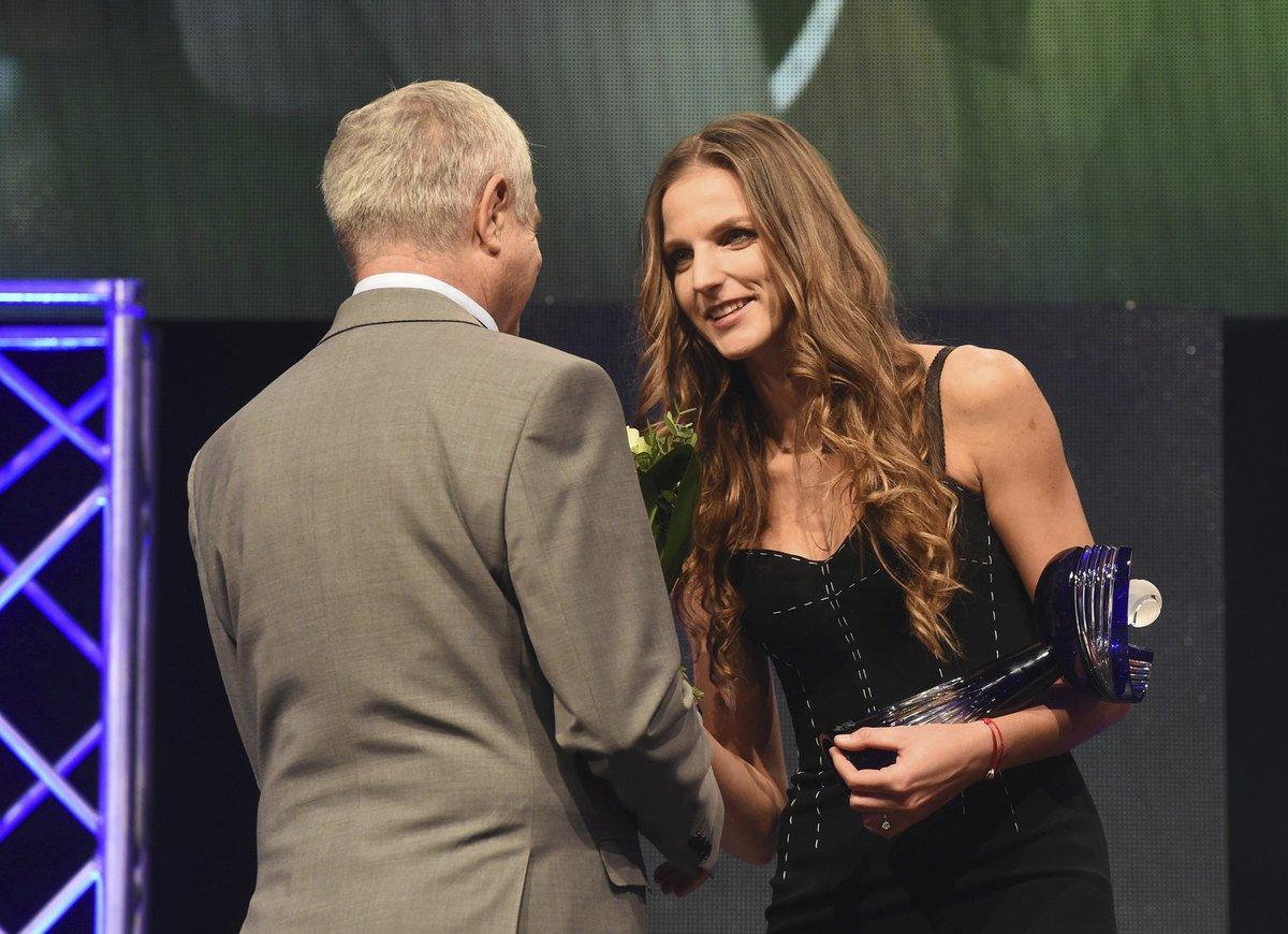Karolína Plíšková přijímá gratulace