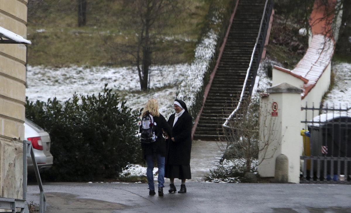 19. 12. 2017 15:06 hod. Praha-Malá Strana: Menzelová se setkala s generální představenou sestrou Bohuslavou Marií Kubačákovou
