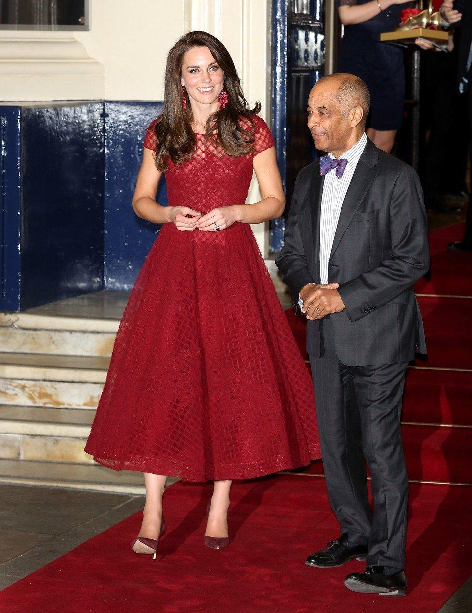 Vévodkyně Kate v šatech Marchesa Notte