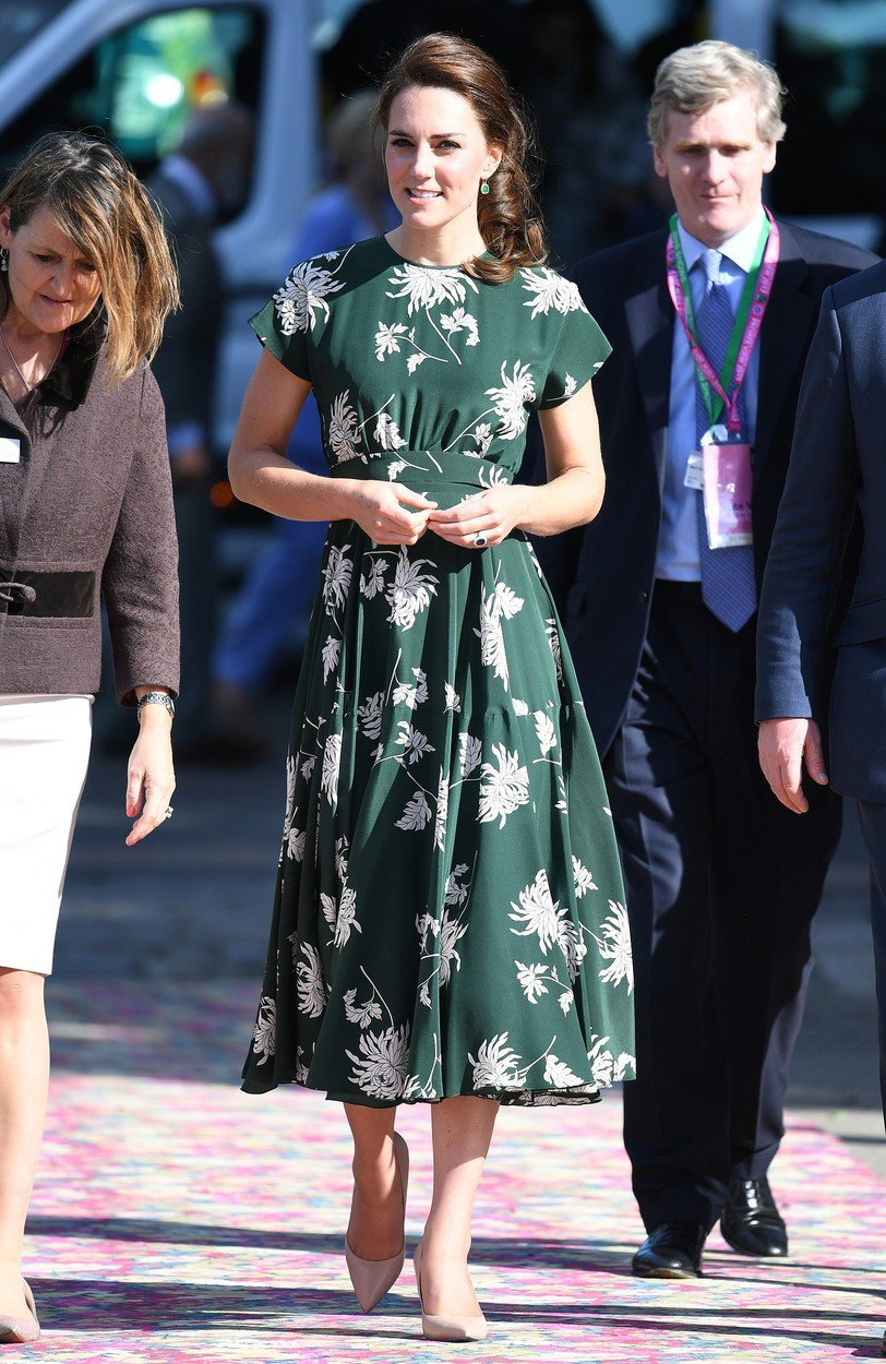 Vévodkyně Kate v šatech Rochas