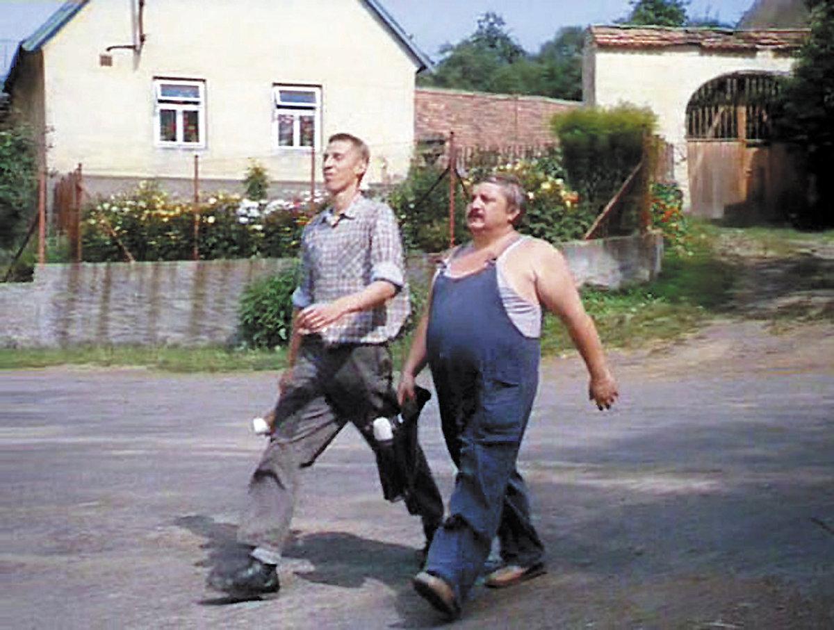 Marián Labuda a János Bán ve filmu Vesničko, má středisková