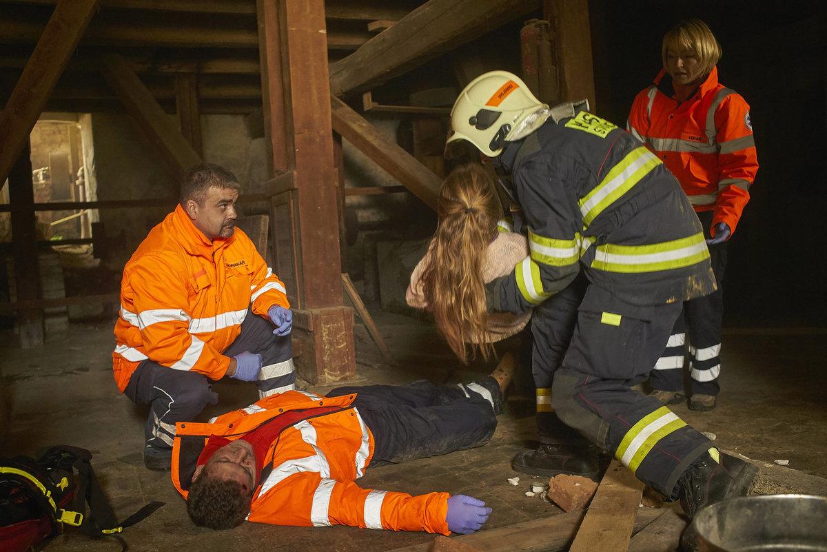 Drama v Ordinaci: Záchranáři zasahují u výbuchu. Nerovná podlaha se stala Fialovi osudnou.