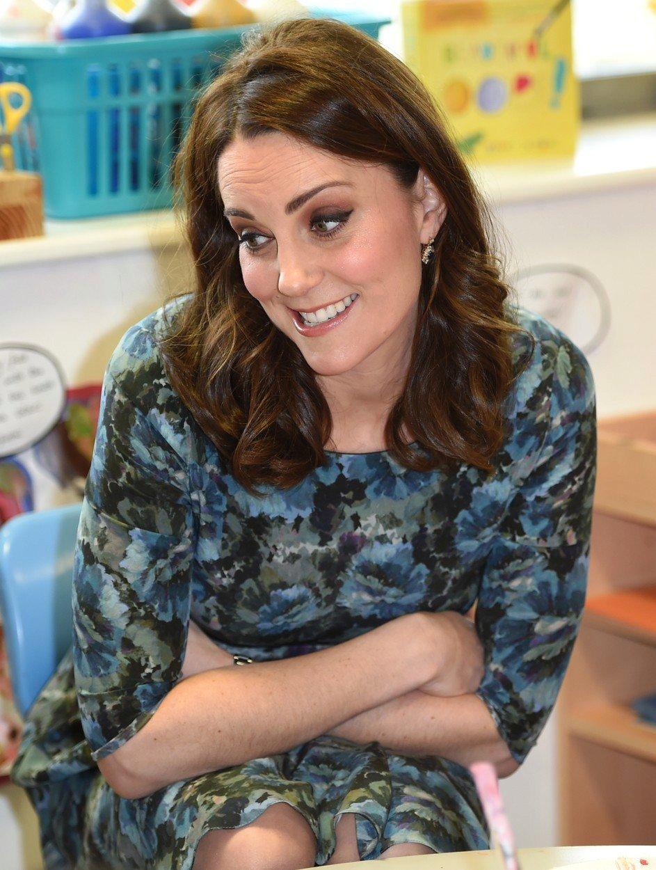 Kate se snažila maskovat těhotenské bříško
