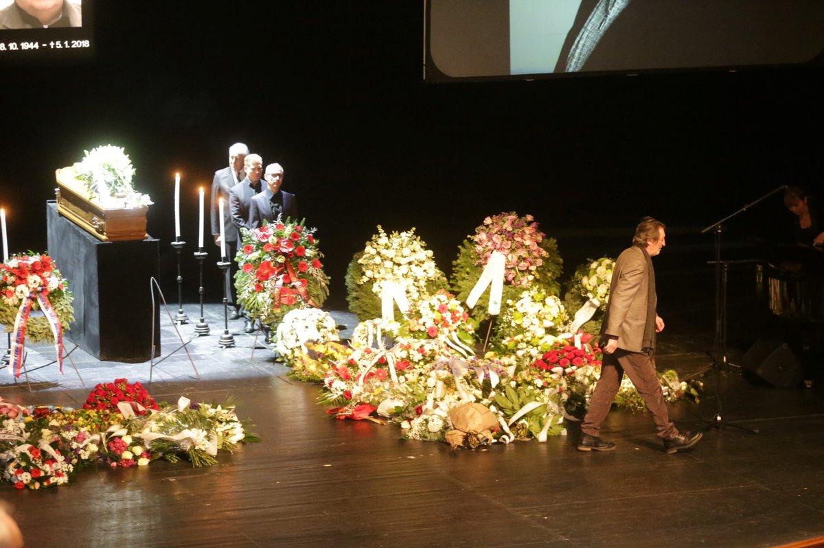 Pohřeb Mariána Labudy ve Slovenském národním divadle.