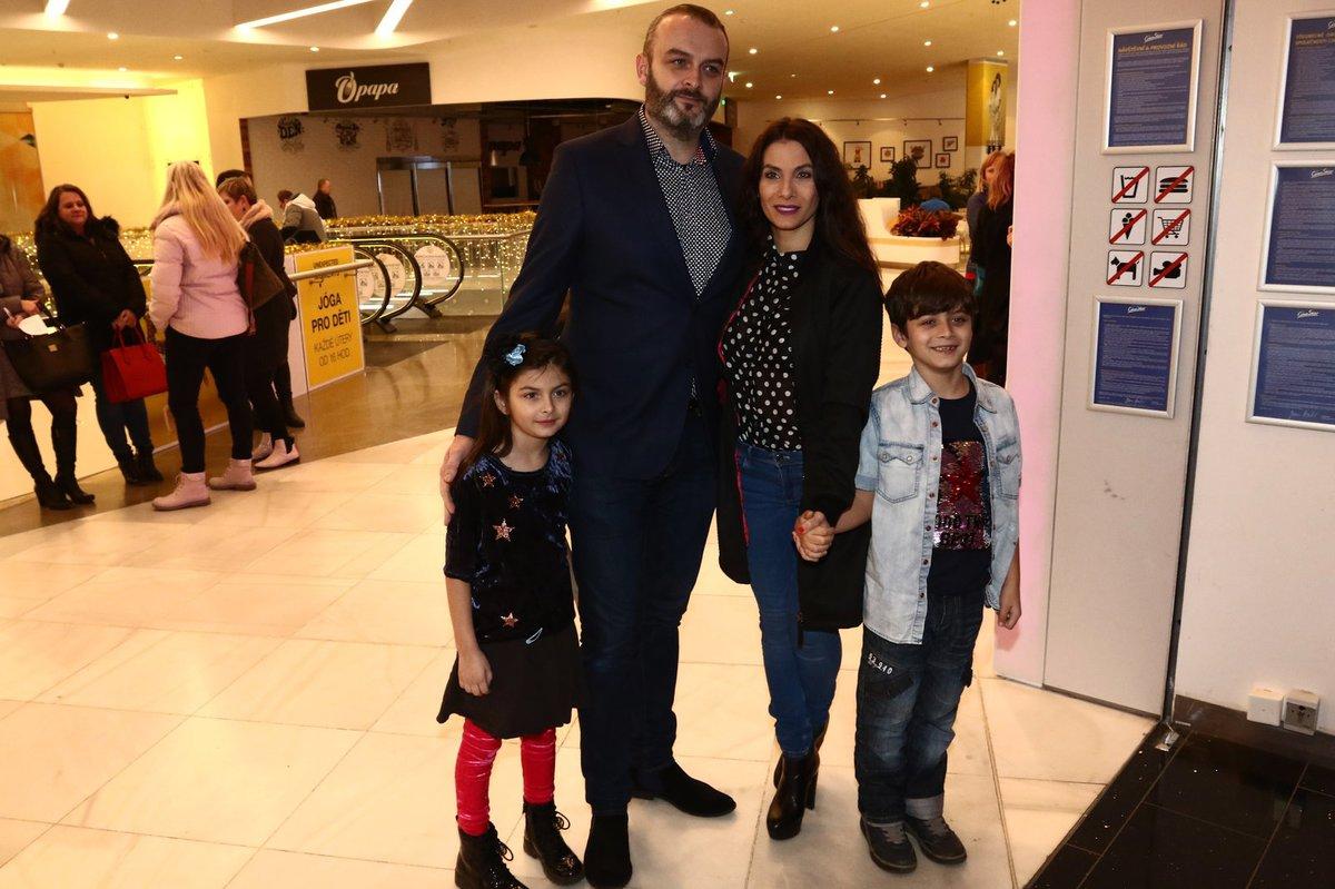 Eva Decastelo s manželem a dětmi