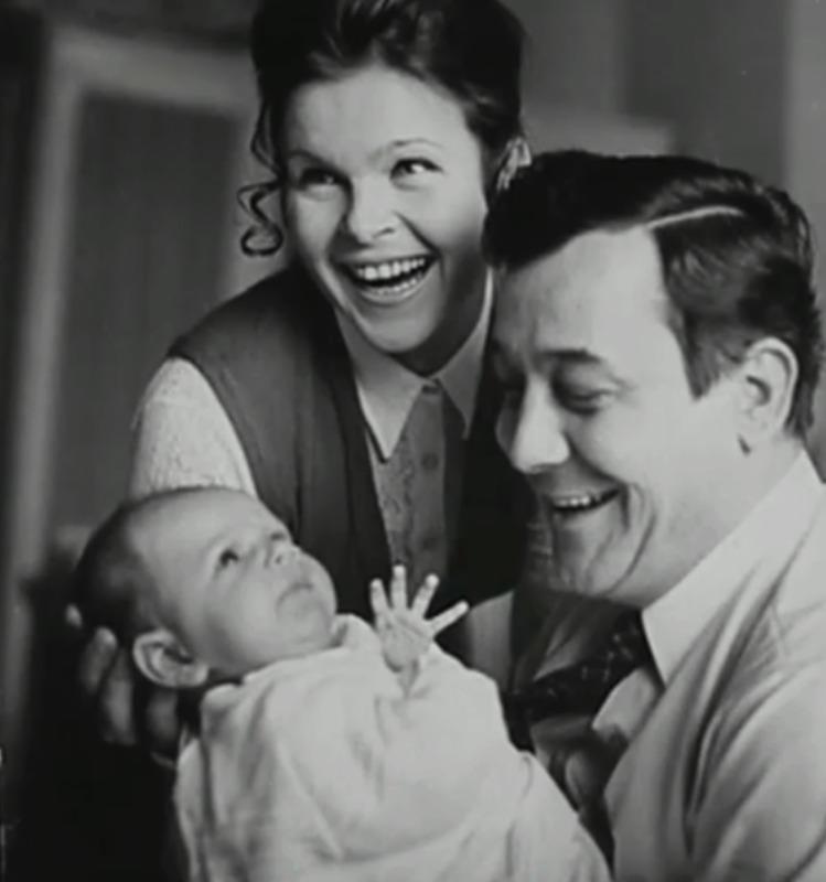 Josef Vinklář, Ivanka Devátá a jejich syn Adam