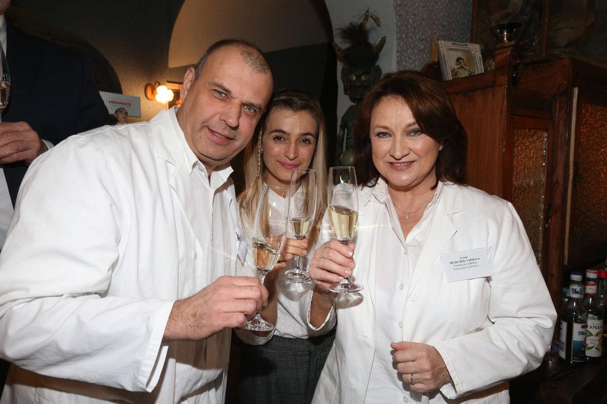 Petr Rychlý, Ivana Jirešová a Zlata Adamovská na 1000. klapce Ordinace v růžové zahradě 2