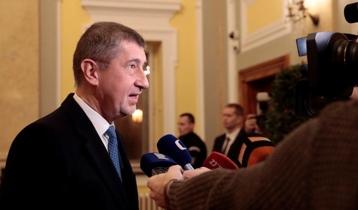 Andrej Babiš dorazil na jednání vlády krátce před půl sedmou. Měl ještě schůzku s některými ministry
