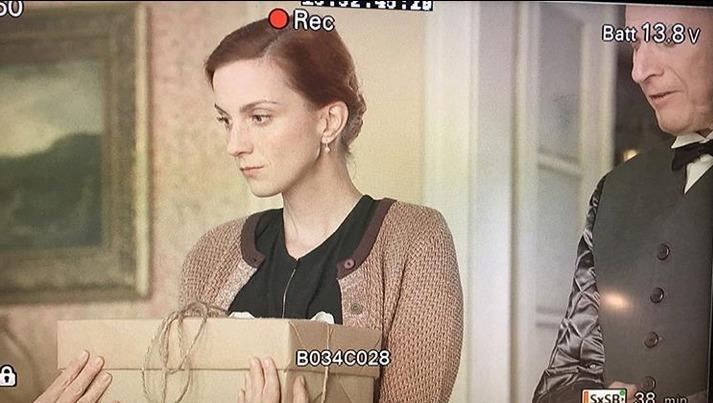 Míša Maurerová jako služebná Jarka ve třetí řadě seriálu První republika