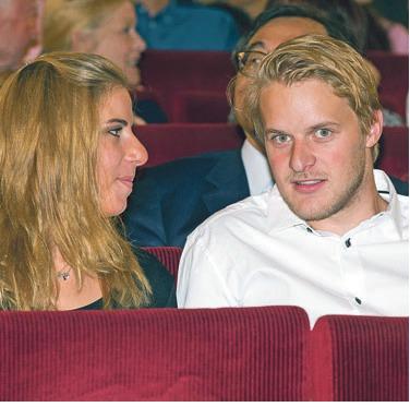 Její přítel Petr Petřek je baskytaristou ve skupině Jonáše Ledeckého