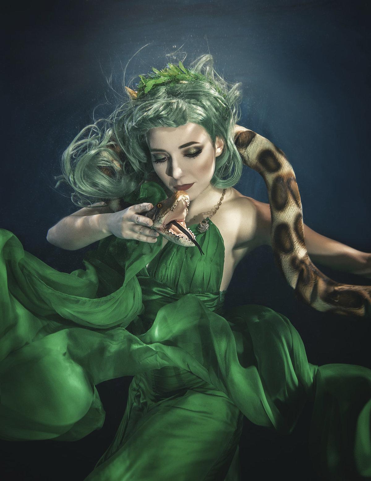Zelené šaty se v úterý objeví na přehlídce s názvem Všechny tváře vody v pražském paláci Žofín.