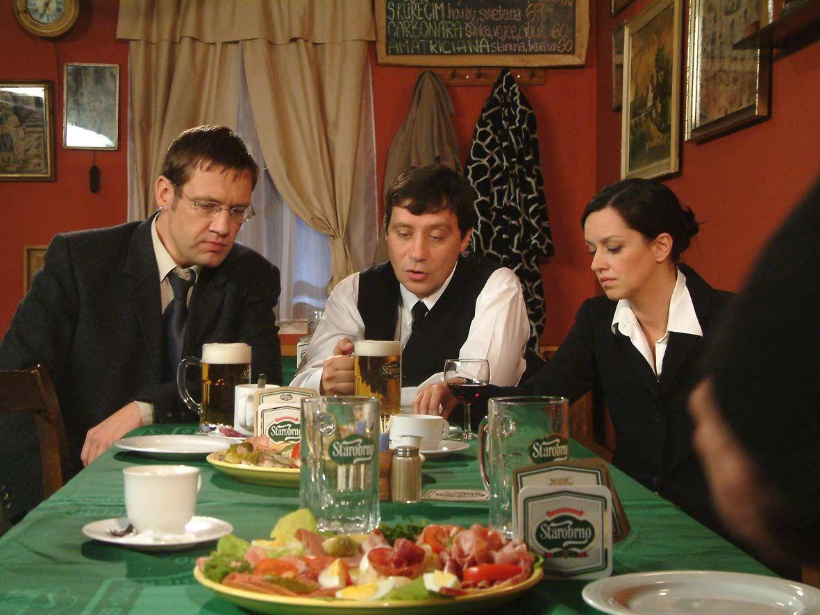 Tereza Brodská s Pavlem Křížem a Davidem Matáskem ve filmu Jak básníci neztrácejí naději