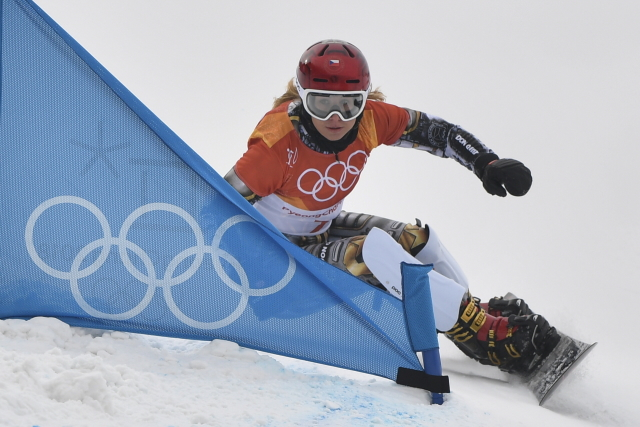 Ester Ledecká vyhrála suverénně dvoudílnou kvalifikaci obřího slalomu snowboardistek a impozantně v Pchjongčchangu vykročila za druhým zlatem.