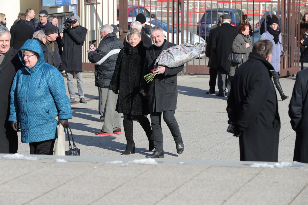 Ve strašnickém krematoriu se v sobotu 24.2. rodina a přátelé loučili s někdejším vlivným členem sociální demokracie Miroslavem Šloufem.