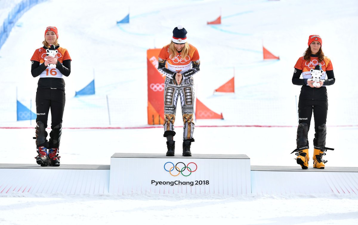 Poklona dvojnásobné olympijské šampionky Ester Ledecké na stupních vítězů