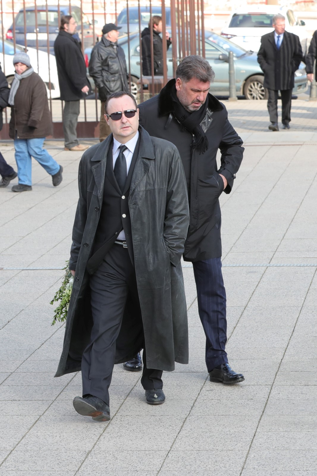 Na pohřeb Miroslava Šloufa dorazili Zemanův poradce Martin Nejedlý a lobbista Tomáš Hrdlička (24.2.2018)