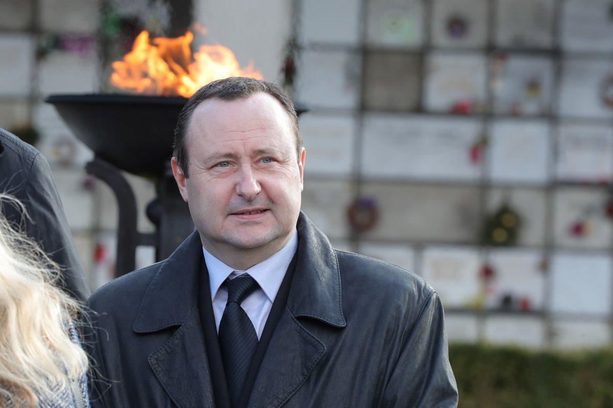 Na pohřeb Miroslava Šloufa dorazil lobbista Tomáš Hrdlička (24.2.2018)
