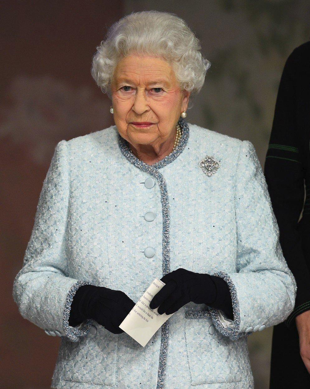 Královna Alžběta II. na Fashion Weeku v Londýně