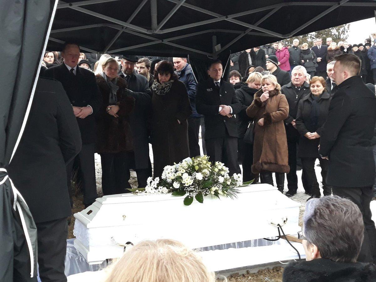 Martinku pohřbili v bílé rakvi