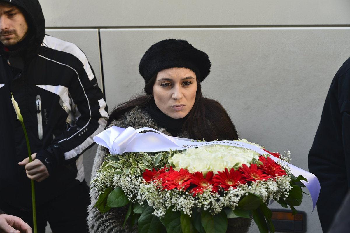 Na pohřeb Jána Kuciaka dorazily stovky lidí.