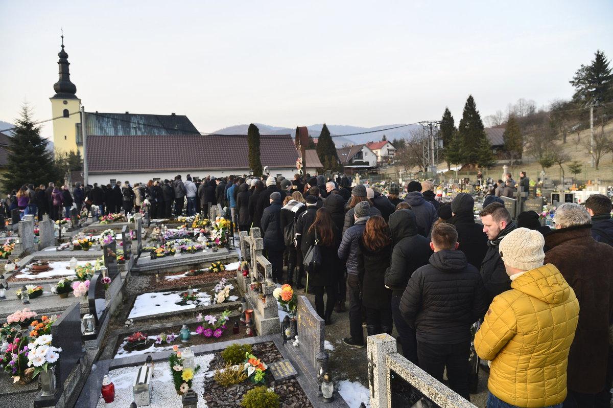 Zavražděného novináře Jána Kuciaka uložili k věčnému odpočinku.