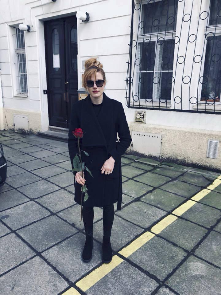 Gabriela Koukalová s kytičkou k MDŽ a smutným výrazem kvůli prezidentu Zemanovi