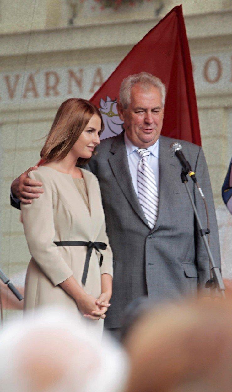 Kateřina Zemanová a Miloš Zeman v Pardubicích (2013)