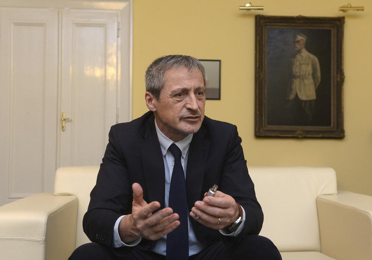 Ministr Stropnický nedorazil.