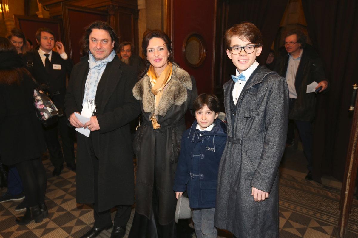 Dita Hořínková s manželem a syny. Starší Filip Antonio a mladší Viktor