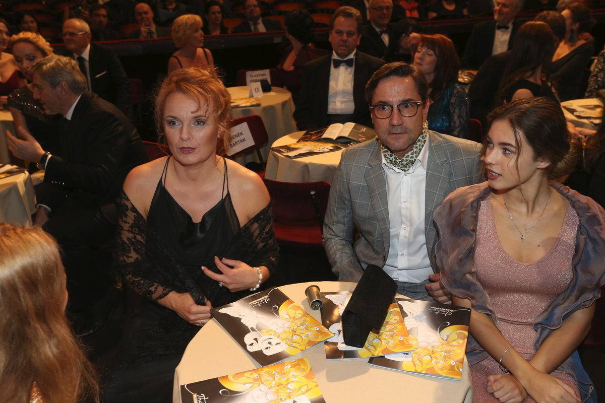 Bára Munzarová s partnerem Martinem Trnavským a svou dcerou Aničkou